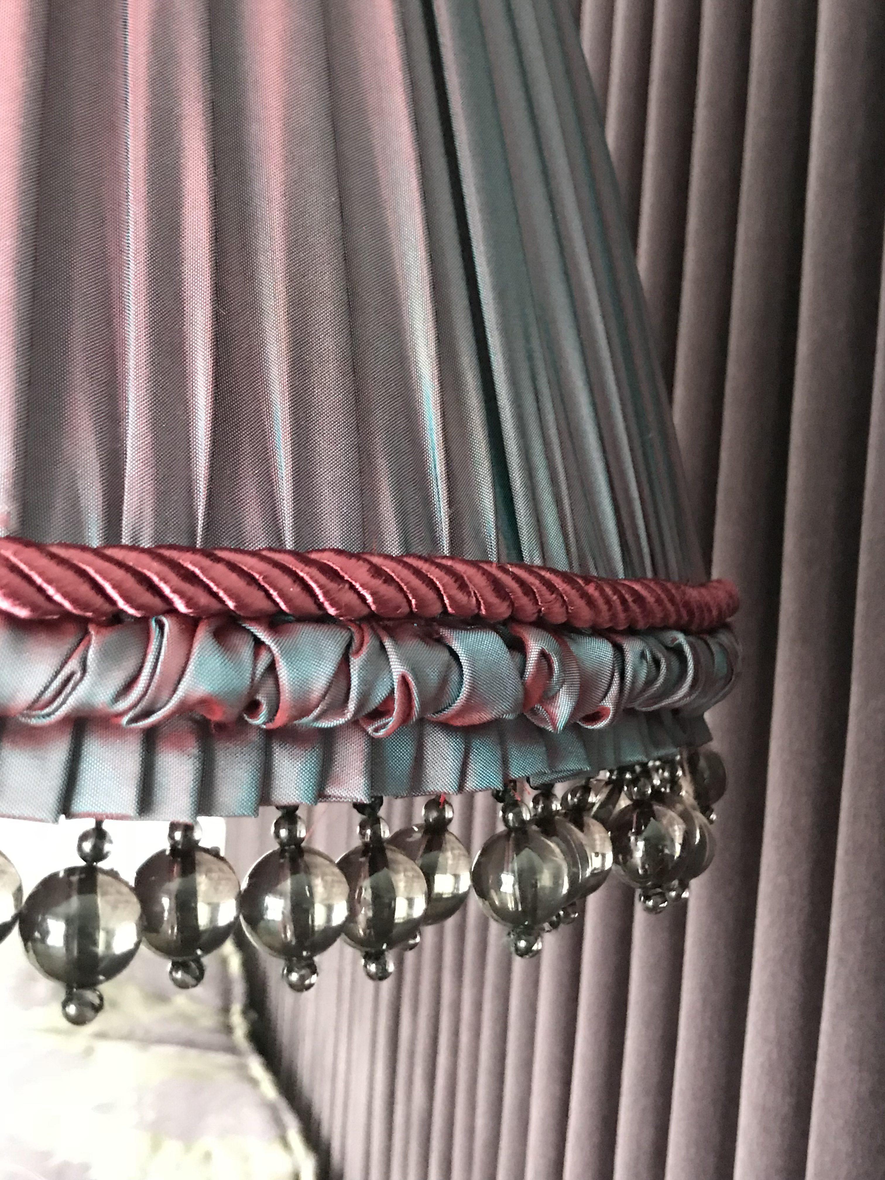 Šilkinis rankų darbo gaubtas su aukštos kokybės stiklo karoliukų apdaila
